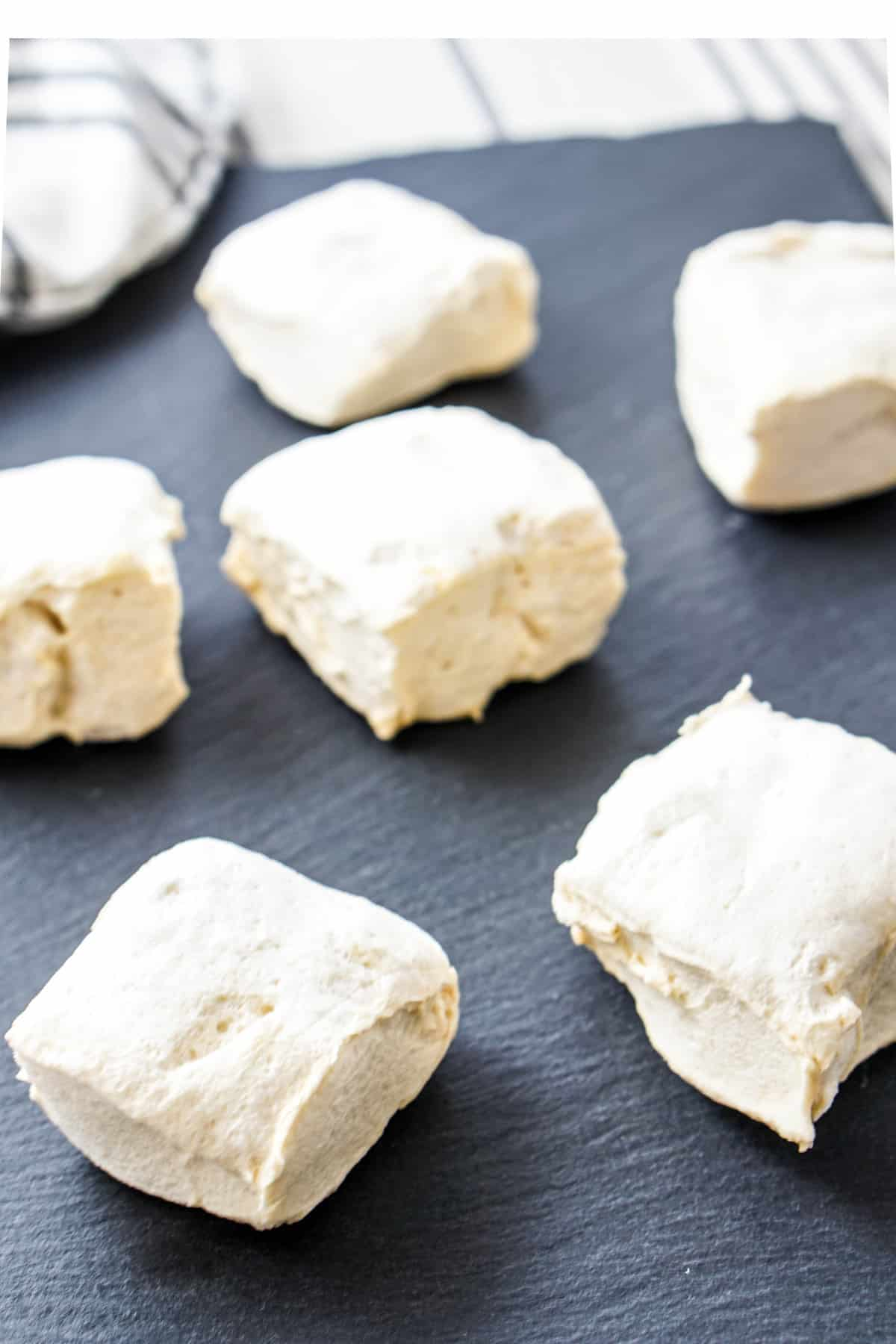 Marshmallows are the best! Now you can enjoy a clean and healthy version with this 4 ingredient homemade marshmallows recipe: water, salt, honey and gelatin