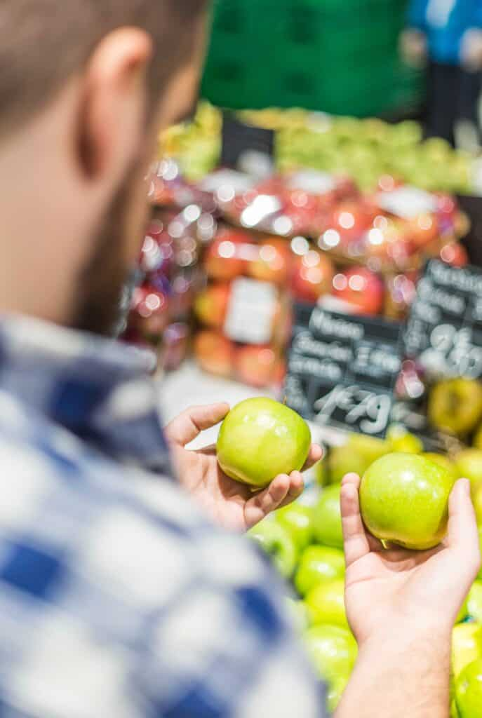 Buy Organic - choosing apples